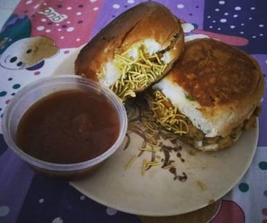 Kutchi Dabeli with peanuts, sev and emli chutney @homemade.