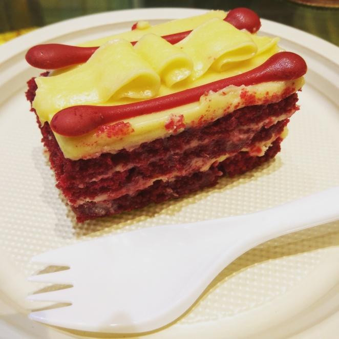 Red velvet pastry @moginis